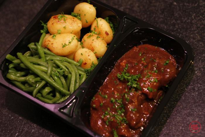 bereid stoofvlees met boontjes en aardappelen - Meattime