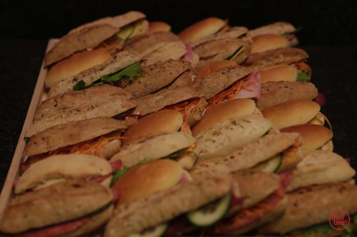 verrassingsbrood mini-sandwiches en mini-broodjes - Meattime